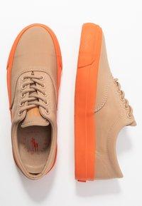 Polo Ralph Lauren - BRYN - Tenisky - khaki/dusk orange - 3