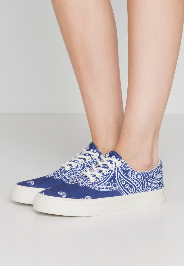 BANDANA PRINT - Sneakers - navy/white