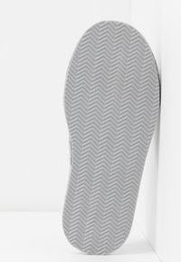 Polo Ralph Lauren - ANTERO - Tohvelit - grey/light pink - 6