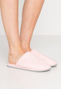 Polo Ralph Lauren - SUMMIT SCUFF  - Hjemmesko - light pink/offwhite - 0