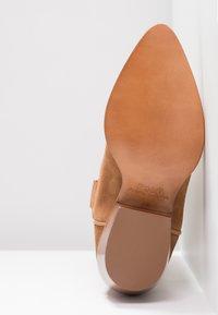 Polo Ralph Lauren - DAYNA - Stivali texani / biker - natural amber - 6