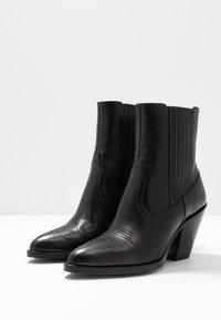 Polo Ralph Lauren - SMOOTH LOWREY - Kovbojské/motorkářské boty - black - 4