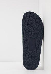 Polo Ralph Lauren - CAYSON CASUAL - Pantolette flach - newport navy - 4