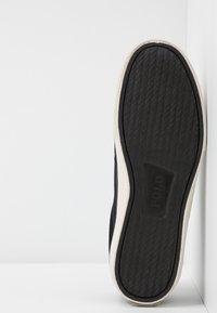 Polo Ralph Lauren - SAYER - Sneakers laag - black/gold - 4