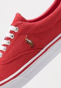 Polo Ralph Lauren - THORTON - Matalavartiset tennarit - red/multicolor - 5