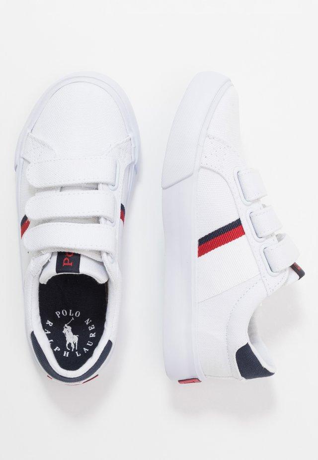 GAFFNEY - Baskets basses - white/red/navy