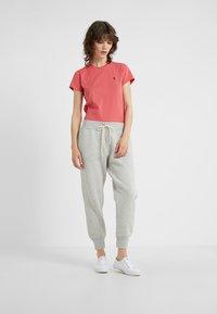 Polo Ralph Lauren - SEASONAL - Teplákové kalhoty - sport heather - 1