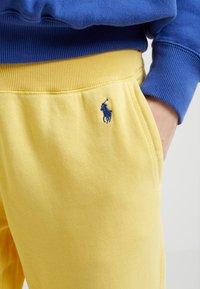 Polo Ralph Lauren - SEASONAL - Teplákové kalhoty - oasis yellow - 4