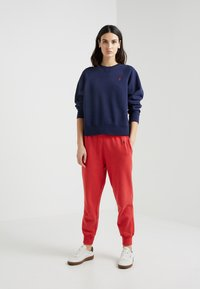 Polo Ralph Lauren - SEASONAL - Trainingsbroek - evening post red - 1
