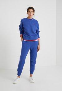 Polo Ralph Lauren - SEASONAL - Pantaloni sportivi - royal navy - 1