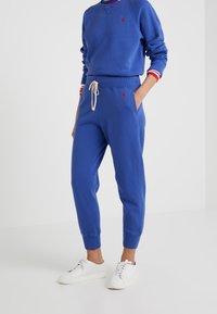 Polo Ralph Lauren - SEASONAL - Pantaloni sportivi - royal navy - 0