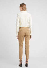 Polo Ralph Lauren - MODERN BISTRETCH - Chinot - luxury tan - 2