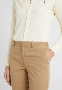 Polo Ralph Lauren - MODERN BISTRETCH - Chinot - luxury tan - 3