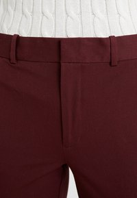 Polo Ralph Lauren - MODERN BISTRETCH - Pantalones chinos - ruby red - 6