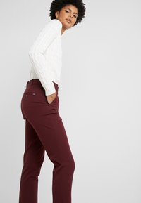 Polo Ralph Lauren - MODERN BISTRETCH - Pantalones chinos - ruby red - 3
