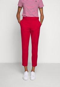 Polo Ralph Lauren - MODERN BISTRETCH - Chino kalhoty - martin red - 0