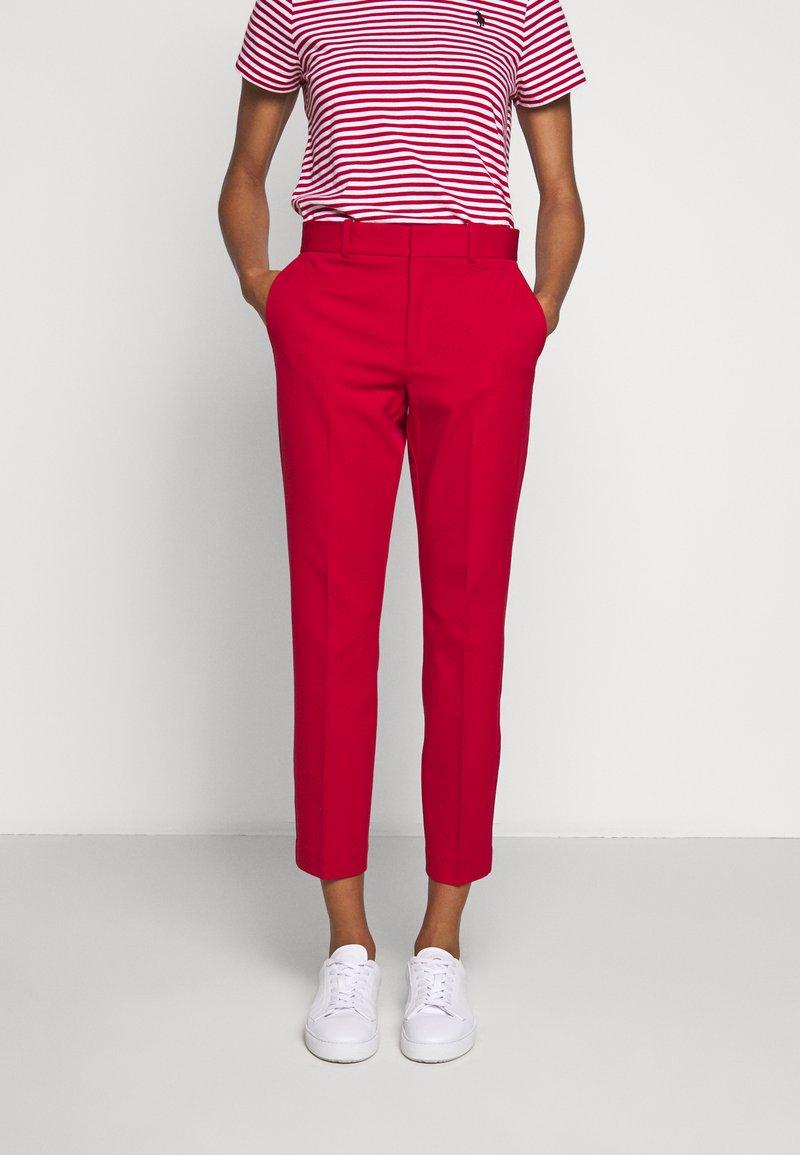 Polo Ralph Lauren - MODERN BISTRETCH - Chino kalhoty - martin red