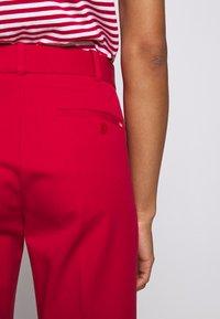 Polo Ralph Lauren - MODERN BISTRETCH - Chino kalhoty - martin red - 4
