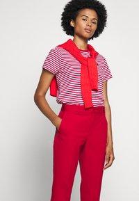 Polo Ralph Lauren - MODERN BISTRETCH - Chino kalhoty - martin red - 3