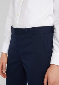 Polo Ralph Lauren - MODERN BISTRETCH - Chino kalhoty - aviator navy