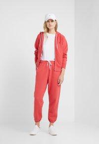 Polo Ralph Lauren - SEASONAL  - Pantalon de survêtement - spring red - 1