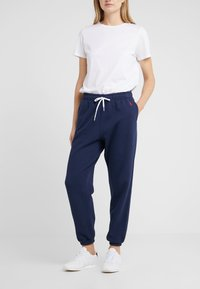 Polo Ralph Lauren - SEASONAL  - Pantalon de survêtement - cruise navy - 0
