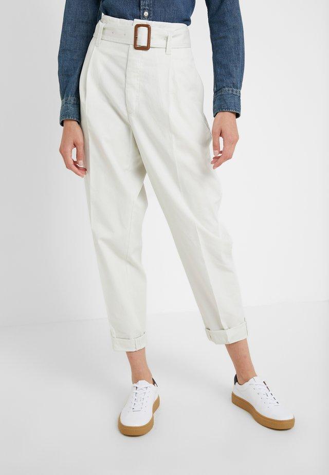 Pantalones chinos - chic cream