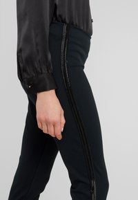 Polo Ralph Lauren - STRUCTURED - Leggings - collection black - 4