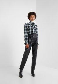 Polo Ralph Lauren - SHINE LUX  - Pantalón de cuero - polo black - 1