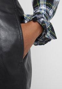 Polo Ralph Lauren - SHINE LUX  - Pantalón de cuero - polo black - 4