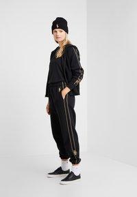 Polo Ralph Lauren - SEASONAL  - Spodnie treningowe - black - 1