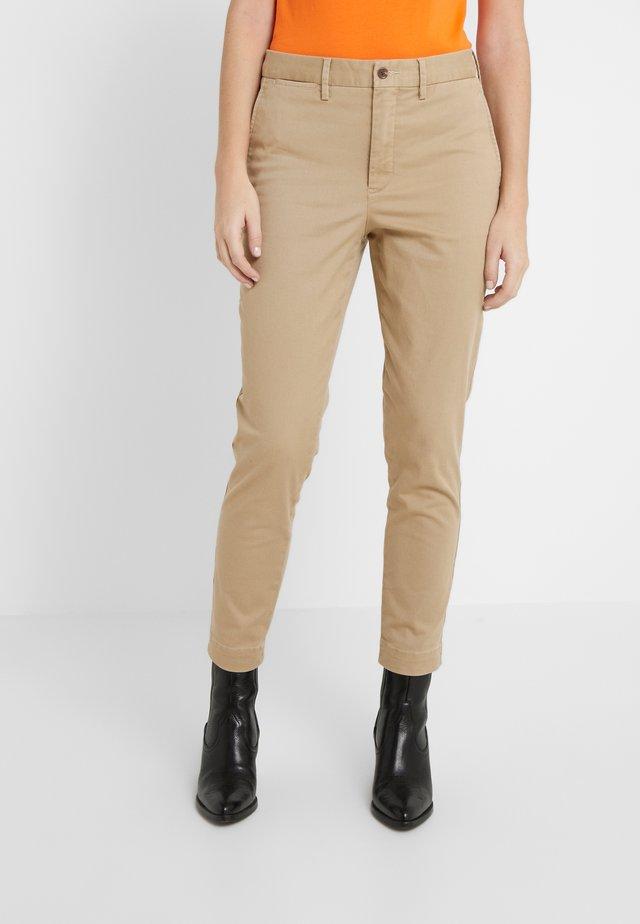 SLIM LEG PANT - Spodnie materiałowe - capetown beige