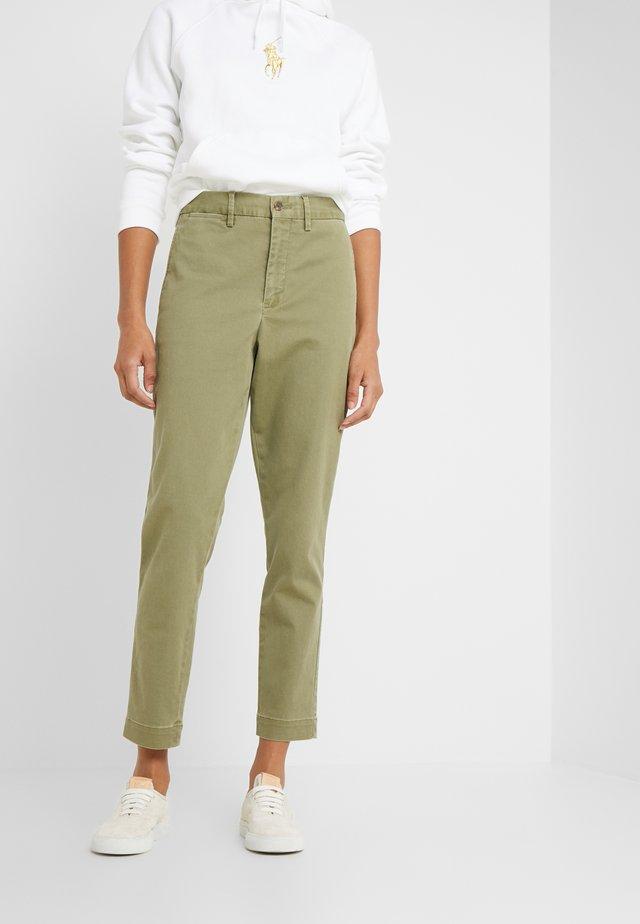 SLIM LEG PANT - Tygbyxor - spanish green