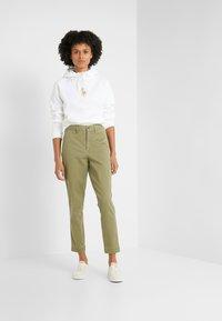 Polo Ralph Lauren - SLIM LEG PANT - Spodnie materiałowe - spanish green - 1