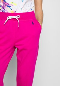 Polo Ralph Lauren - FEATHERWEIGHT - Joggebukse - accent pink - 4
