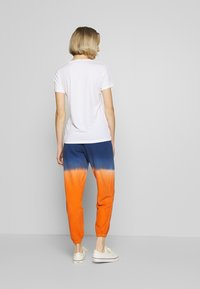 Polo Ralph Lauren - ANKLE PANT - Pantaloni sportivi - navy/orange ombre - 2