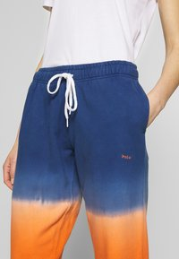 Polo Ralph Lauren - ANKLE PANT - Pantaloni sportivi - navy/orange ombre - 3