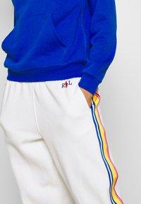 Polo Ralph Lauren - SEASONAL - Pantalon de survêtement - deckwash white - 5