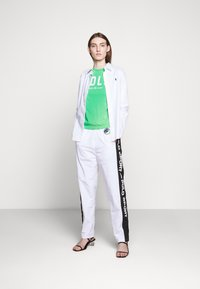 Polo Ralph Lauren - FREESTYLE - Tracksuit bottoms - pure white - 1