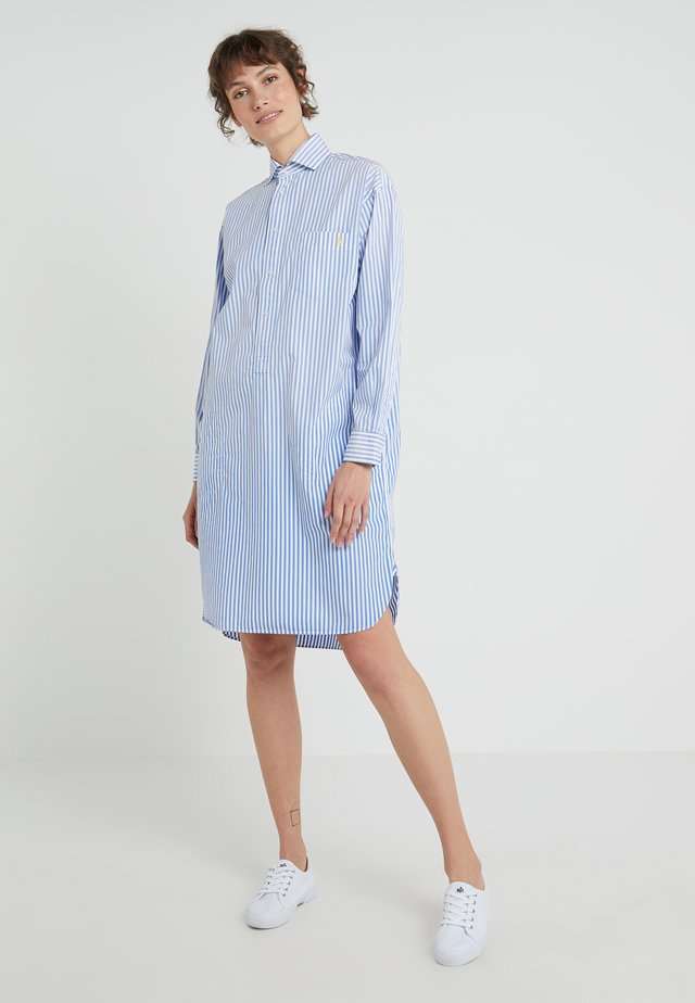 SUNFADE STRIPES - Vestido camisero - blue/white
