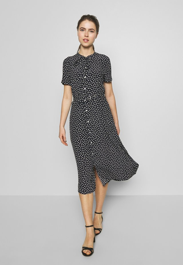 SHORT SLEEVE CASUAL DRESS - Vestido camisero - spring polka
