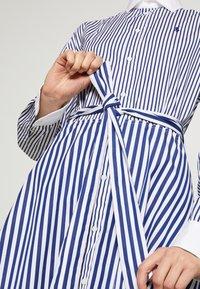 Polo Ralph Lauren - LONG SLEEVE CASUAL DRESS - Shirt dress - white/navy - 7