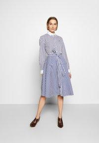Polo Ralph Lauren - LONG SLEEVE CASUAL DRESS - Shirt dress - white/navy - 0