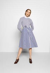 Polo Ralph Lauren - LONG SLEEVE CASUAL DRESS - Shirt dress - white/navy - 1