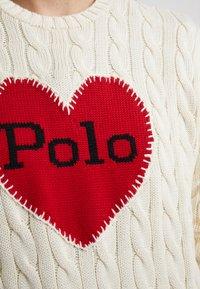Polo Ralph Lauren - CABLE - Maglione - cream/red - 4