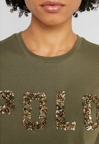 Polo Ralph Lauren - T-shirt con stampa - defender green - 4