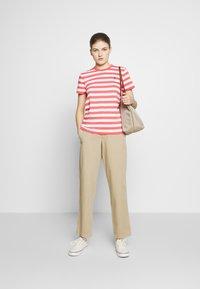 Polo Ralph Lauren - STRIPE SLEEVE - T-shirt con stampa - amalfi red/white - 1