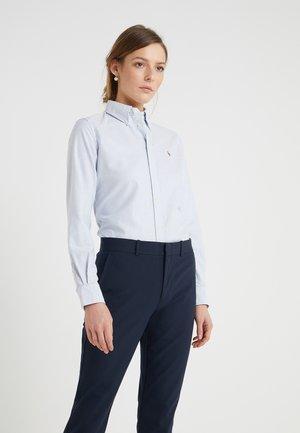 HARPER CUSTOM FIT - Button-down blouse - blue/white