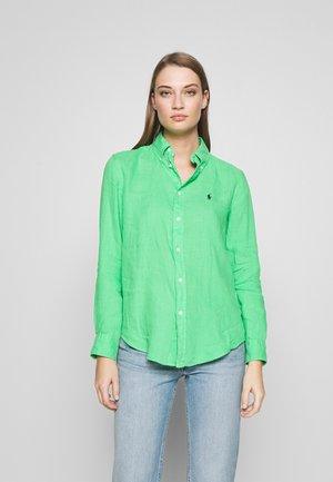 RELAXED LONG SLEEVE - Button-down blouse - tiller green