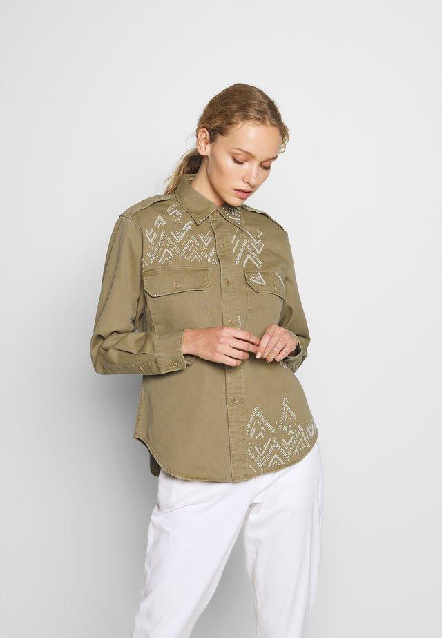 LONG SLEEVE - Button-down blouse - desert tan